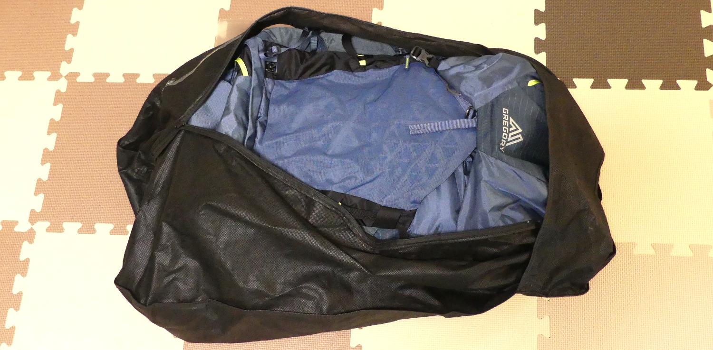 登山ザックの保管方法に不織布スーツカバーを